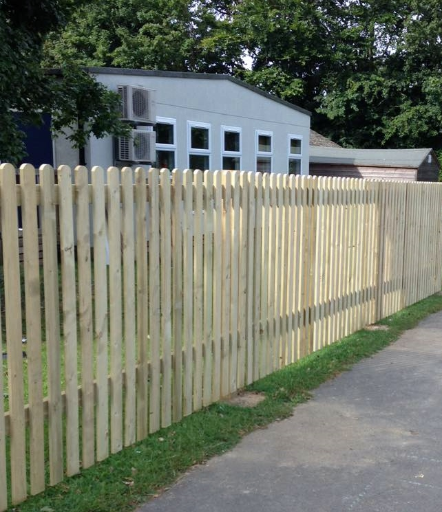 Round Top Picket Fencing (5ft High)